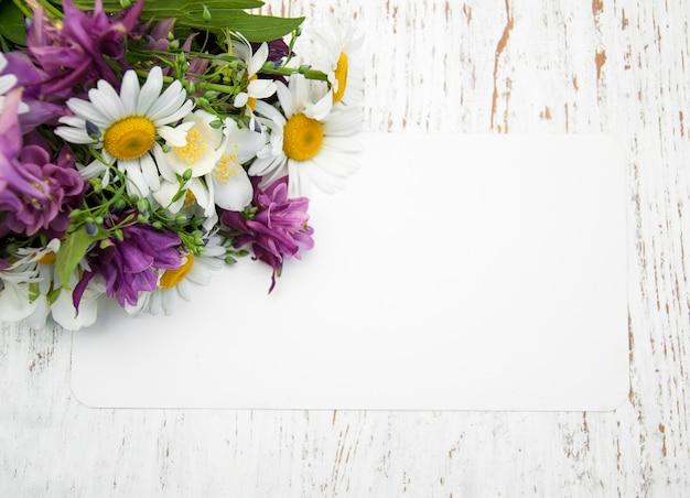 Flores com cartão