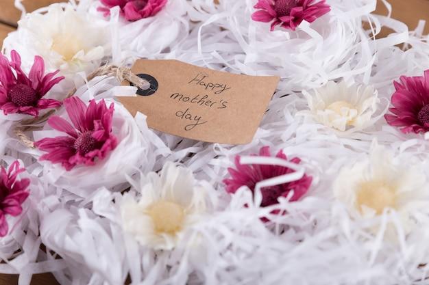 Flores com etiqueta do dia de mãe