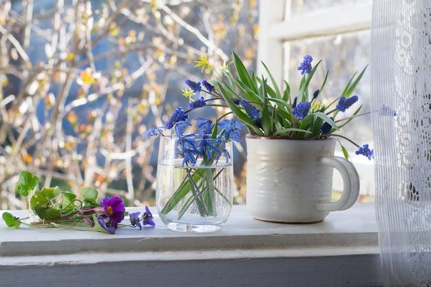 Flores da primavera em indowsill