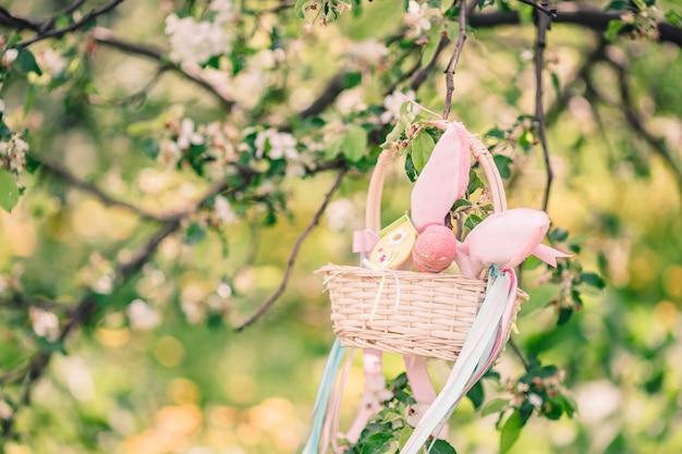 Flores das flores de cerejeira em um dia de primavera