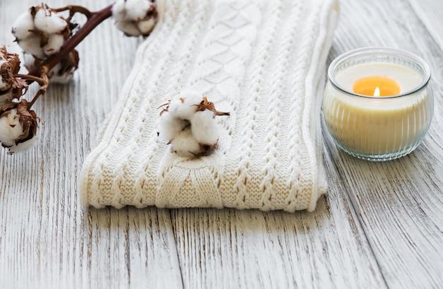 Flores de algodão e cachecol
