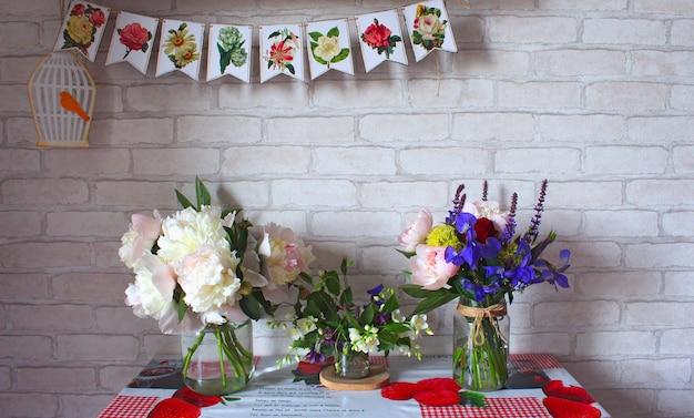 Flores de buquês de vaso de mesa