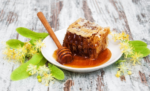 Flores de favo de mel e linden