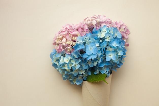 Flores de hortênsia azul no cone