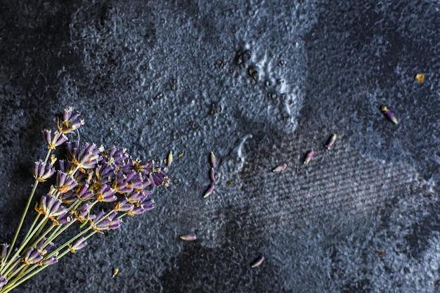 Flores de lavanda caules e bouquet de pétalas