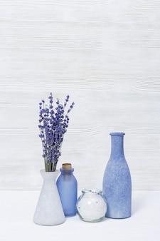 Flores de lavanda e sal marinho para procedimentos cosméticos, tema de spa