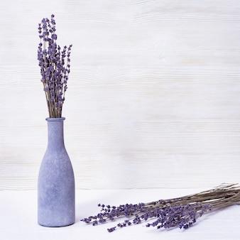 Flores de lavanda em um vaso