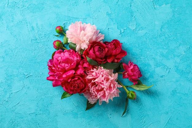 Flores de peônia linda na cor de fundo