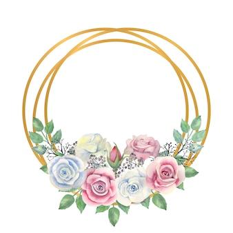 Flores de rosas azuis e rosa, folhas verdes, bagas em uma moldura dourada