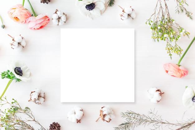 Flores de sagacidade de foto de maquete de branding bonito e elegante.