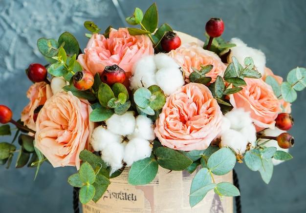 Flores de verão em caixa de presente