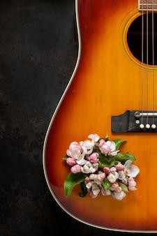 Flores de violão e macieira