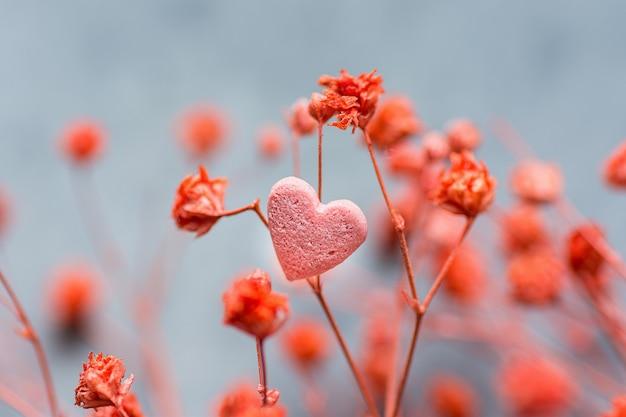 Flores delicadas vermelhas único coração forma sugar candy