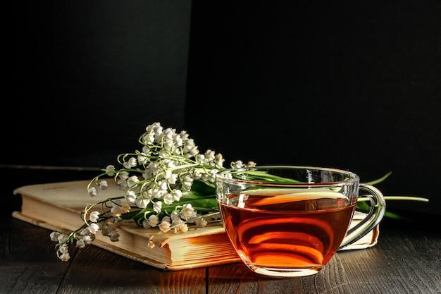 Flores do lírio do vale - presente para os amantes