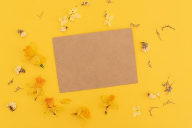 Flores em envelope