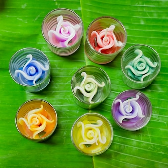 Flores em forma de vela para adoração