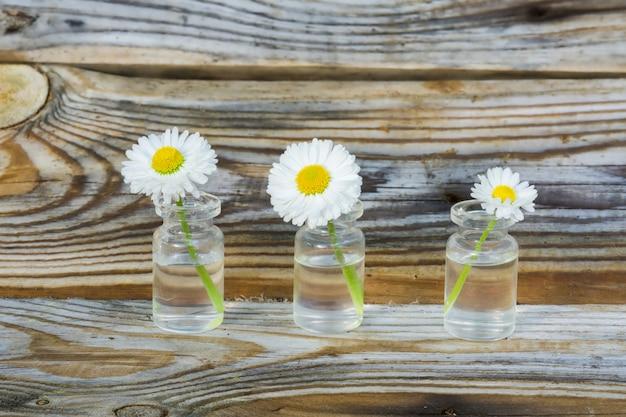 Flores em uma jarra de vidro