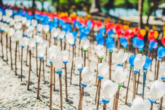 Flores feitas de garrafa de plástico