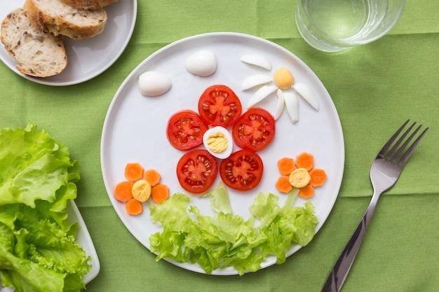 Flores feitas de vegetais e ovos