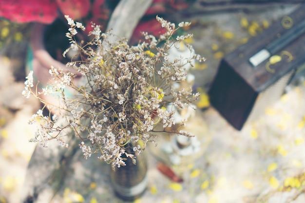 Flores para decoração em restaurantes e cafés