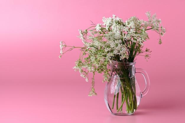 Flores pequenas e perfumadas da primavera