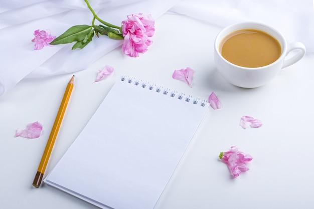 Flores planas, ainda vida romântica