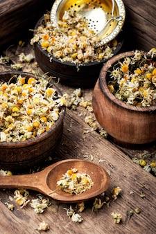 Flores secas de camomila