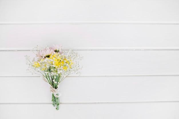 Flores selvagens em buquê