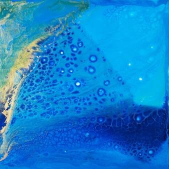 Fluid art. pintura abstrata. linda tinta azul com adição de pó de ouro.