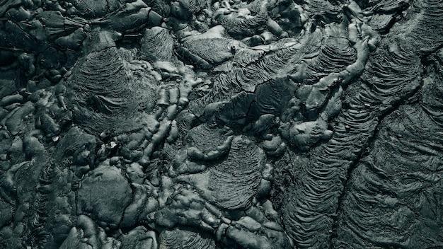 Fluxo de lava do vulcão no havaí. filmagem do drone
