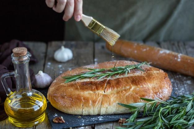 Focaccia com manteiga e sal