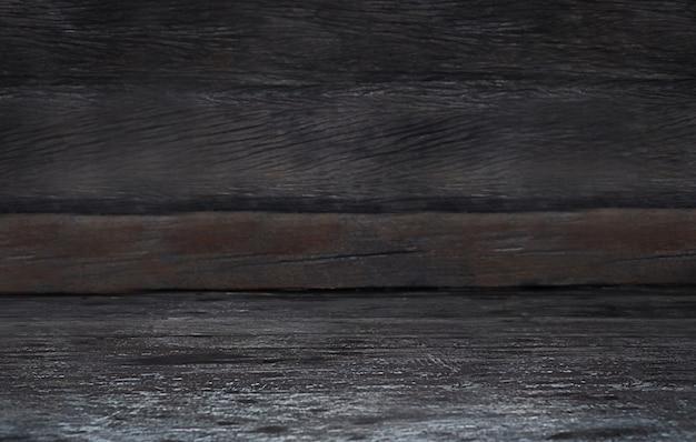 Foco na mesa de madeira marrom cinza escuro no fundo de madeira marrom escuro
