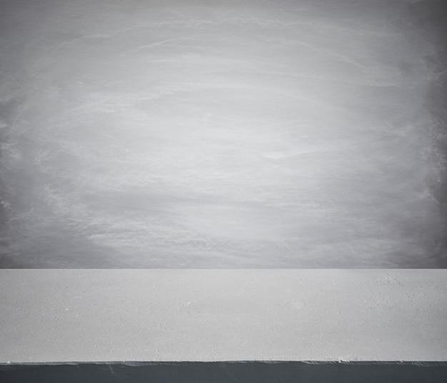 Foco seletivo mesa de concreto no fundo da parede para exposição do produto