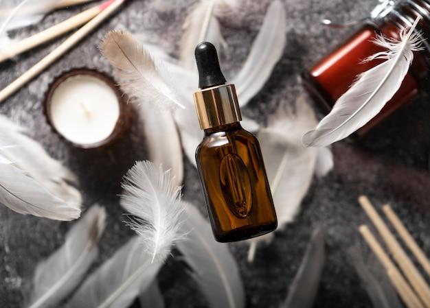 Foco seletivo. óleo de colágeno em um recipiente de vidro. levitação. ingestão extra de proteína. suplemento de beleza natural e saúde