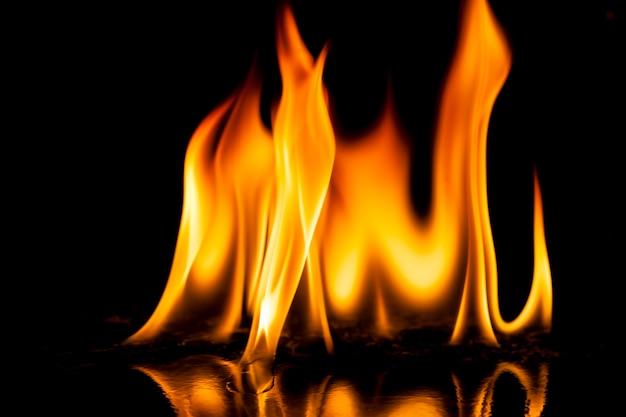Fogo chamas em fundo preto