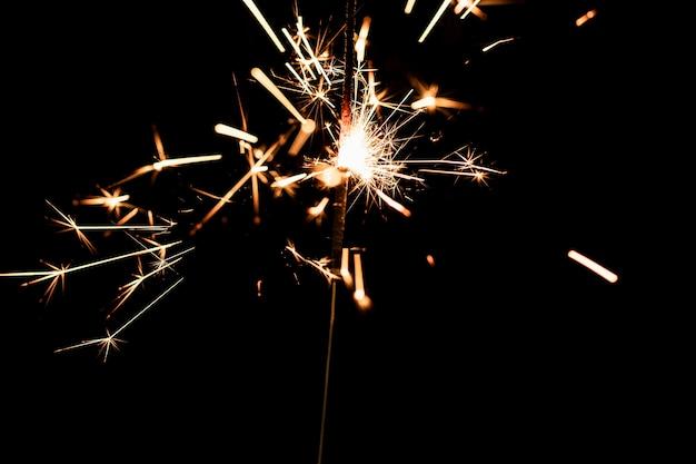 Fogos de artifício à meia-noite no ano novo