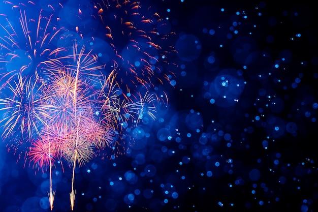 Fogos de artifício com fundo abstrato bokeh