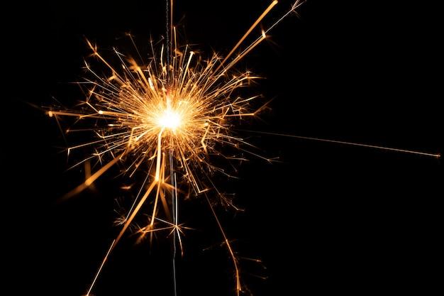 Fogos de artifício de cópia-espaço na festa de ano novo