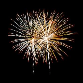 Fogos de artifício em um céu noturno
