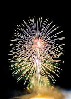 Fogos de artifício na véspera de ano novo