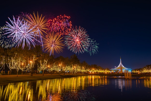 Fogos de artifício no céu