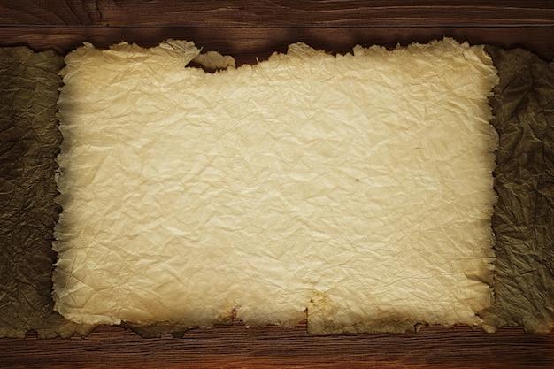 Folha amarelada de papel envelhecido