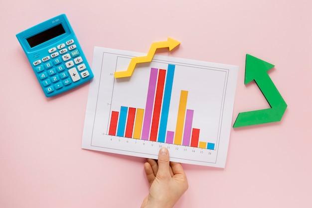Folha com gráfico de economia