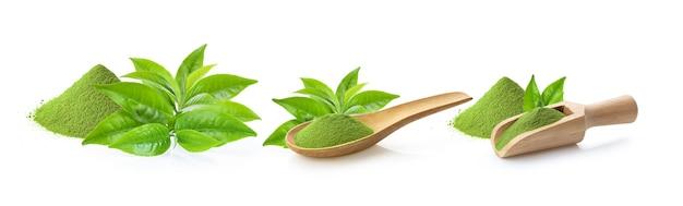 Folha de chá verde e matcha de chá verde em pó isolado no fundo branco