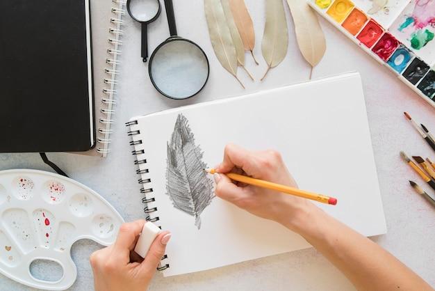 Folha de desenho de mão close-up