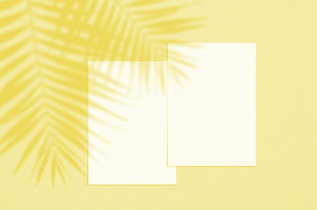 Folha de papel branco vertical em branco de 5 x 7 polegadas com sobreposição de sombra