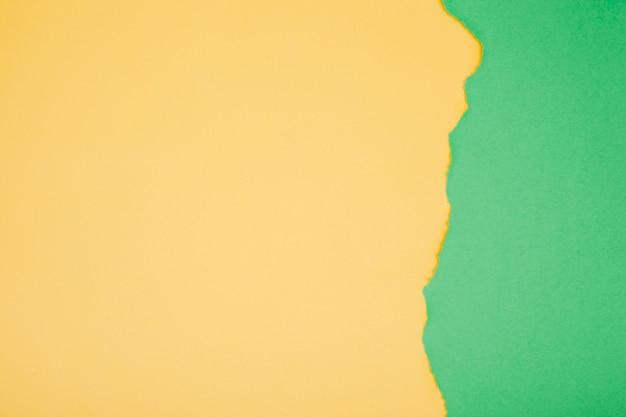 Folha de papel colorido com fratura