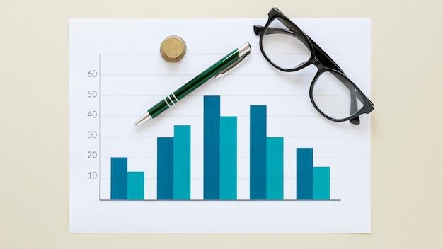 Folha de papel com gráfico de economia