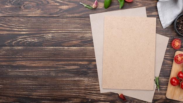 Folha de papel em branco com cópia-espaço