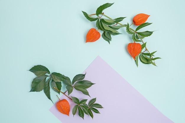 Folha de papel lilás de saudação para o dia de ação de graças em estilo rústico Foto Premium
